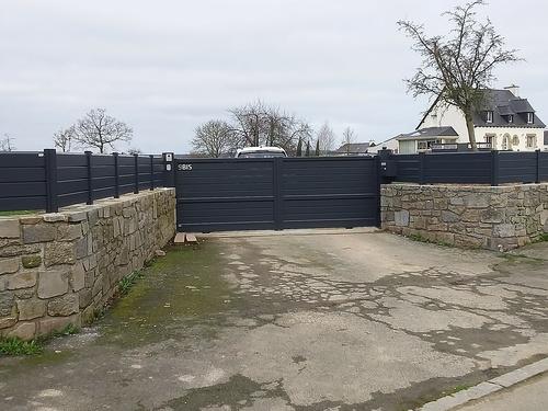 Clôture et portail de clôture en aluminium / Plœuc-sur-Lié