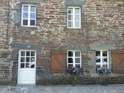 Menuiseries en bois -fenêtres classique avec petit bois- Perret (22)