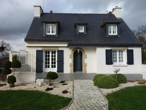 Porte d''entrée K-line, Store banne, Pare vent alu, volets battants alu isolés - Rénovation des menuiseries extérieures : Maison traditionnelle bretonne