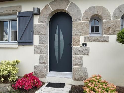 Pose d''une porte d''entrée - Porte traditionnelle