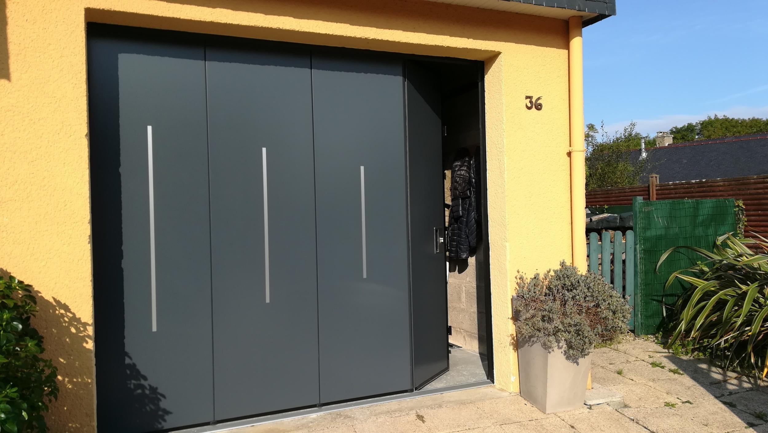 Pose d''une porte de garage sectionnelle isolante latérale / Paimpol