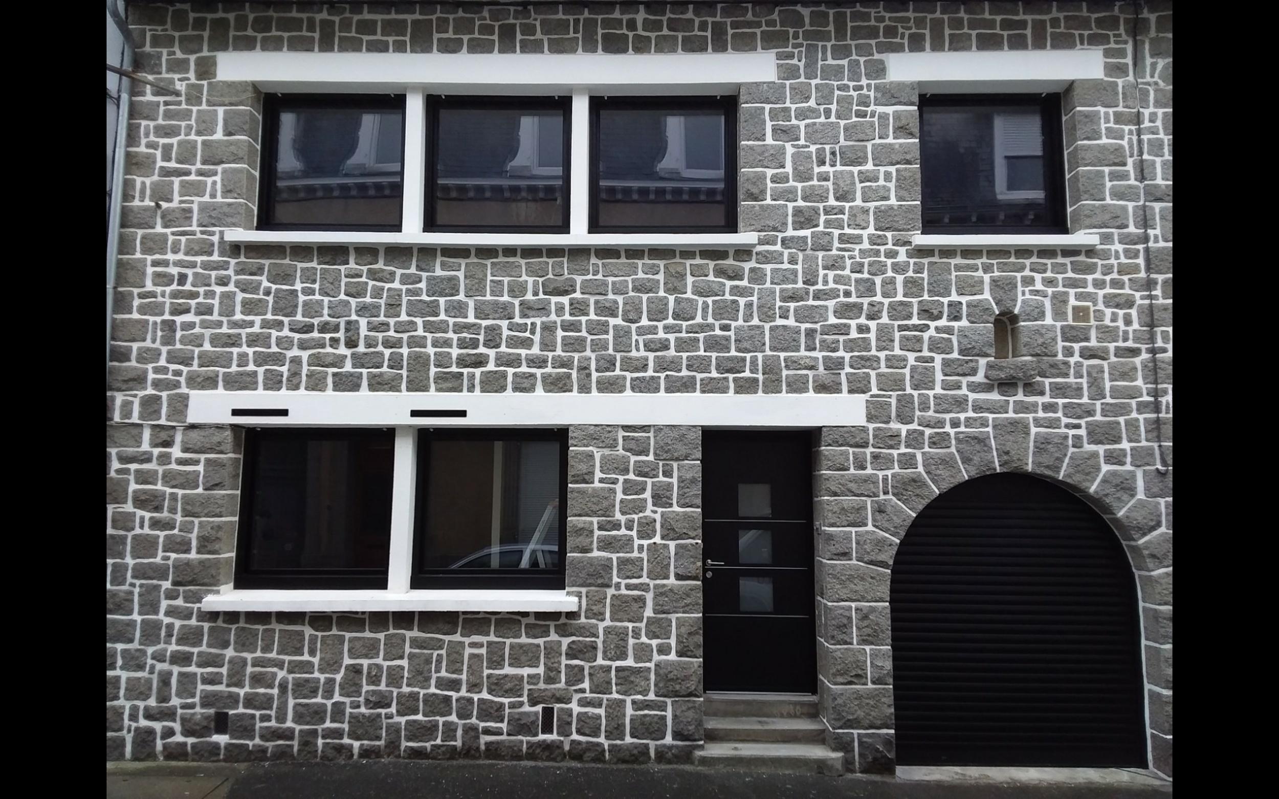 Rénovation complète de maison - menuiseries aluminium et porte de garage enroulable - Saint-Brieuc
