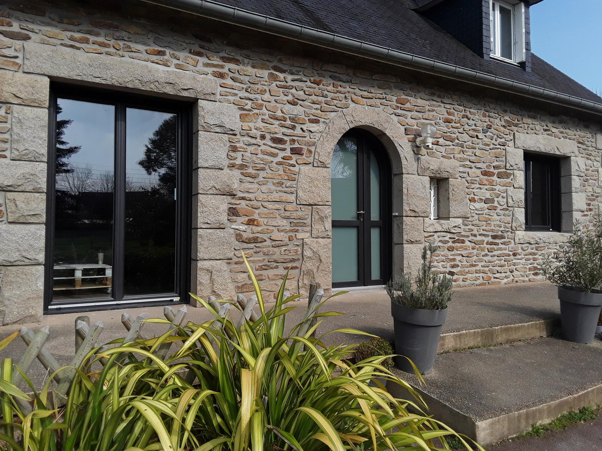 Rénovation porte entrée, fenêtres ouverture à La française PVC bicouleur à Quessoy (22)