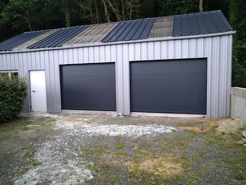 Rénovation portes garage sectionnelle plafond et porte service PVC couleur - St Gildas
