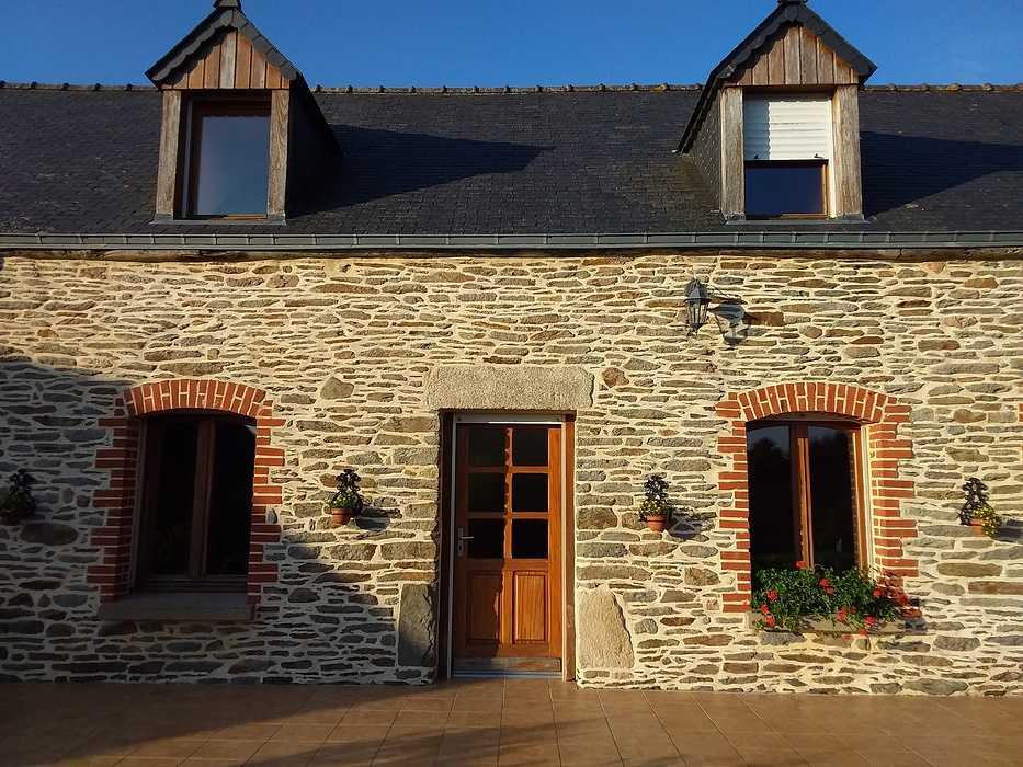 Rénovation complète des menuiseries d''une longère en pierre / Secteur Grâce-Uzel (22) graceuzel1